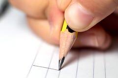 Habilidades de Graphomotor Conceito da instrução A mão escreve linhas Fim acima Fotos de Stock