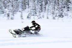 Habilidades Snowmobiling del conductor Fotos de archivo