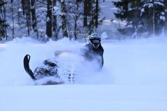 Habilidades Snowmobiling do motorista Fotografia de Stock