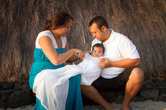 Habillage du bébé Photographie stock