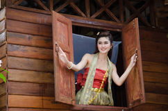 Habillage thaïlandais de femme traditionnel images stock