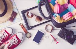 Habillement d'accessoires d'habillement de voyage le long pour le voyage image stock