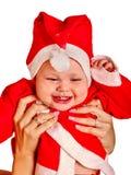 Habillement de bébé garçon pour des chapeaux de Santa tenant Noël Photos stock
