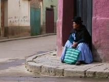 Habillement traditionnel coloré et chapeaux intéressants photographie stock libre de droits