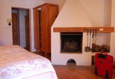 Habitación con la chimenea Foto de archivo libre de regalías