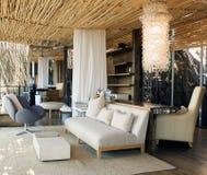 Habitación de lujo en casa de campo africana Foto de archivo libre de regalías