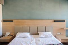 Habitación en un estilo moderno minimalista Fotos de archivo libres de regalías