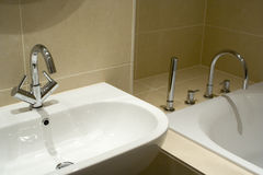 Habitación moderna del cuarto de baño Foto de archivo libre de regalías