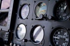 Habitacle d'hélicoptère et tableau de bord photographie stock libre de droits