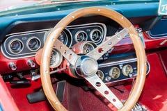 Habitacle d'une vieille voiture photos libres de droits
