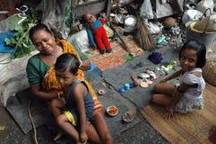 Habitantes de los tugurios de la Kolkata-India foto de archivo libre de regalías