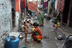 Habitantes de los tugurios de la Kolkata-India Imagen de archivo