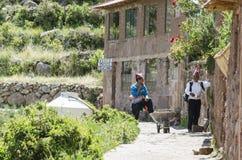 Habitantes del lago Titicaca Foto de archivo libre de regalías