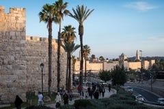 Habitants de la marche de Jérusalem Photographie stock libre de droits