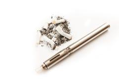 Habitude de consommation du tabac sale et puante contre la cigarette électronique propre Photographie stock libre de droits