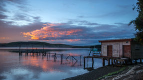 Habour de Waikawa. Mar en la isla del sur Newzealnd de la costa meridional fotografía de archivo libre de regalías