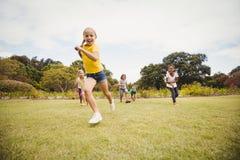 Hacer frente al propósito del funcionamiento de los niños Foto de archivo libre de regalías