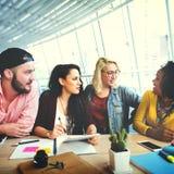 Hacer frente a concepto de la comunicación de la reunión de reflexión de la discusión que habla foto de archivo libre de regalías