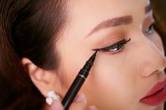 Hacer maquillaje del ojo Imagen de archivo