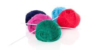 Hacer punto-agujas y lanas Fotos de archivo libres de regalías
