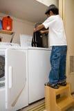 Hacer tareas de hogar Imagen de archivo libre de regalías