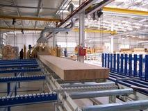 Haces de madera de la producción de la fábrica fotografía de archivo libre de regalías