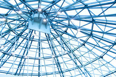 Haces de tejado en un edificio moderno Imagenes de archivo