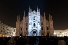 Haces luminosos en el frente del Duomo Imagen de archivo