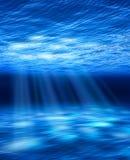 Haces luminosos subacuáticos Fotos de archivo libres de regalías