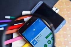 HACHA App de la dinámica en magnificar en la pantalla de Smartphone imagen de archivo libre de regalías