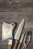 Hacha para la carne y los cuchillos Foto de archivo
