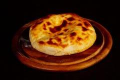 Hachapuri georgiano con formaggio fotografia stock