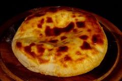 Hachapuri georgiano con formaggio immagini stock libere da diritti