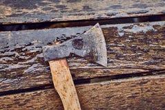 Hache sur les planches humides Images stock
