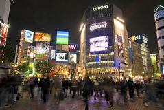 Shibuya που διασχίζει τη νύχτα το Τόκιο Ιαπωνία Στοκ Φωτογραφία