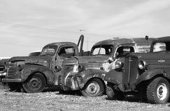Hacia fuera aherrumbrados coches antiguos Imagen de archivo libre de regalías