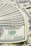 Hacia fuera aventados los E.E.U.U. cientos cuentas de dólar Fotos de archivo