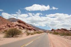 Hacia fuera en el desierto rocoso Imagen de archivo