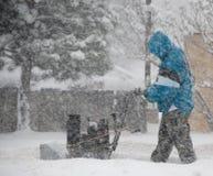 Hacia fuera en los elementos durante una tempestad de nieve foto de archivo libre de regalías