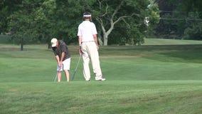 Hacia fuera golfing (2 de 4) almacen de metraje de vídeo