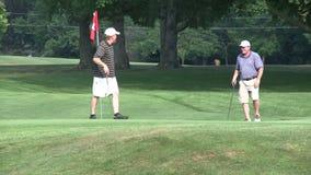 Hacia fuera golfing (3 de 4) almacen de video