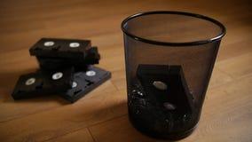 Hacia fuera lanzados casetes inútiles de VHS metrajes