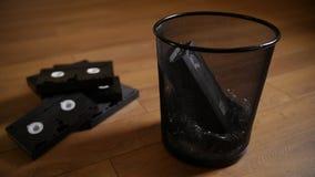 Hacia fuera lanzados casetes inútiles de VHS almacen de metraje de vídeo