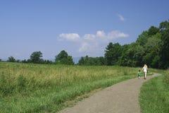 Hacia fuera para una caminata Fotos de archivo