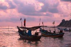 Hacia fuera pescando en el amanecer Fotos de archivo libres de regalías