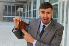 Hacia fuera subrayado empresario sin efectivo imagen de archivo