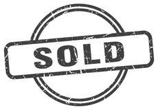 Hacia fuera vendido sello del grunge ilustración del vector