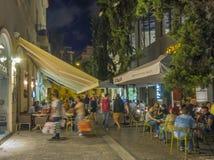 Haciendo compras y cenando en Atenas, Grecia Foto de archivo libre de regalías