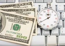 Haciendo el dinero en línea imágenes de archivo libres de regalías