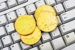 Haciendo el dinero en línea foto de archivo